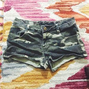ZARA • camo Shorts